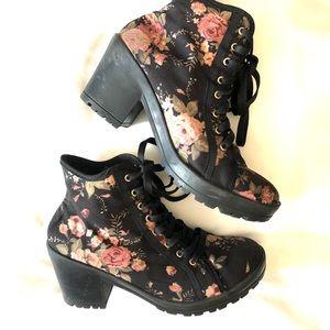 Women's Black/floral Boots Size 61/2